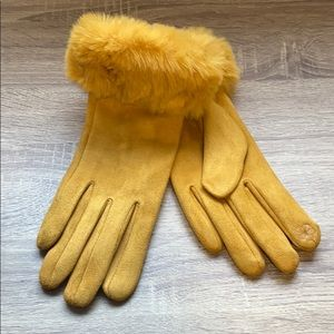 💛 NWT Yellow Touch Screen Gloves 💛